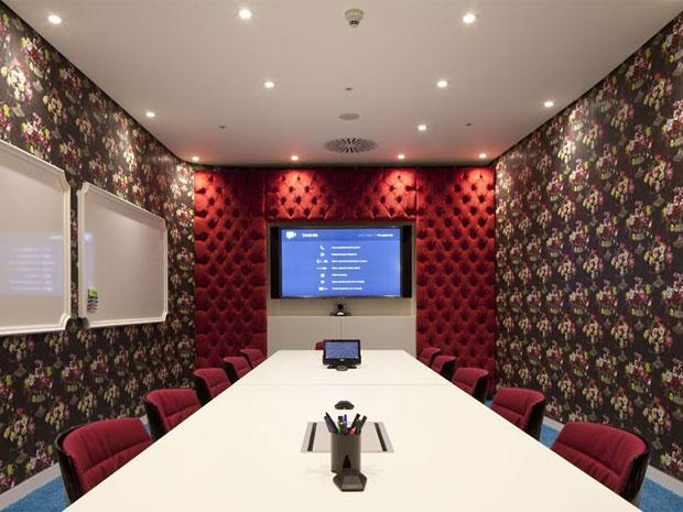 desain ruang meeting unik
