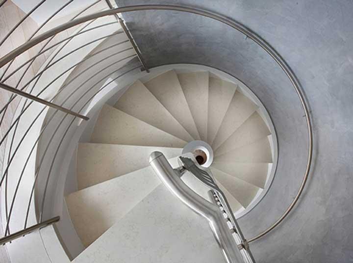 bentuk tangga spiral