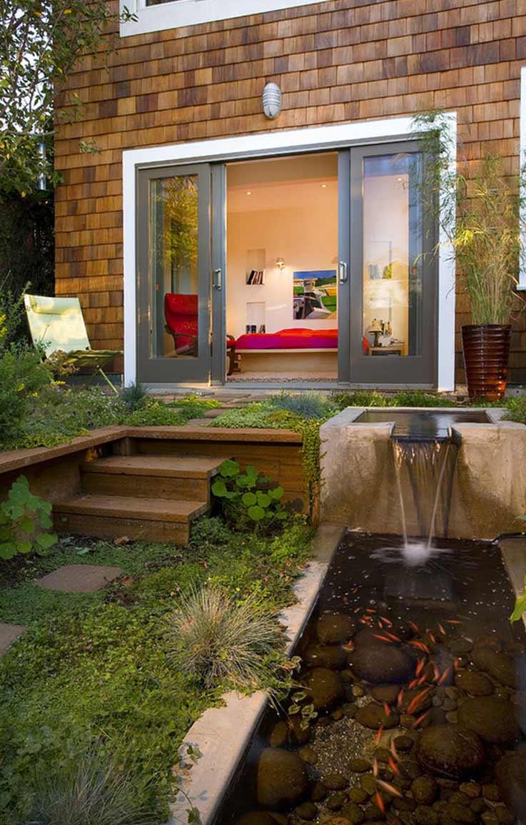 rumah tinggal dengan kolam ikan